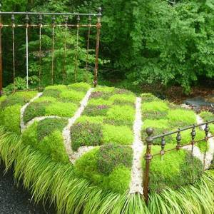 Cover-Bed-made-of-flowers-and-grass